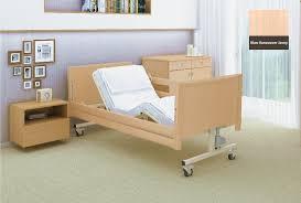 Ліжка універсальні як абсолютна необхідність в будинках для людей похилого віку